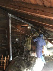 usuwanie korników 5 e1555489197591 225x300 - Usuwanie korników i szkodników drewna - drewniane poddasze